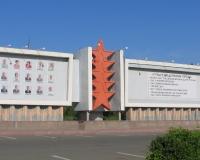 Доска почёта возле здания городской администрации Орска
