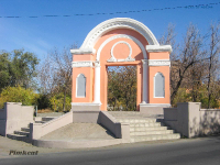 Арка у бывшего кинотеатра «Октябрь». 2009 год