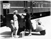 Передвижная камера хранения на железнодорожном вокзале в Орске. 1964 год.