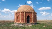 Памятник - мазар Дербисалы Беркимбаева. Май 2021 года