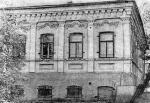 В этом доме, в Орске, в 1925-1926 годах работал инструктором уездного комитета комсомола Муса Джалиль