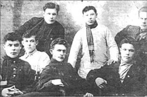 На снимке: бюро укома 1925 г. Сидят: Зайцев, Юдохин, Яковлев, стоят: Заикин, Джалиль, Сивожелезов